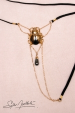 String Scarabée Sacré - or - Un string bijou talisman où niche un scarabée d'Or, délicatement posé sur votre pubis.